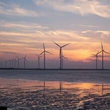 Windmolens aan de kust